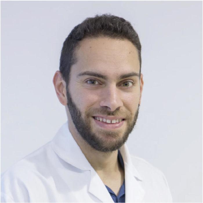 4 Dr Héctor Morales (Dermatólogo)